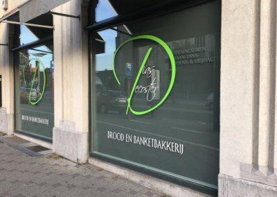Lettrage et sablage vitrine boulangerie Decoster