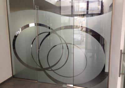 Sablage vitrine découpe formes personnalisées